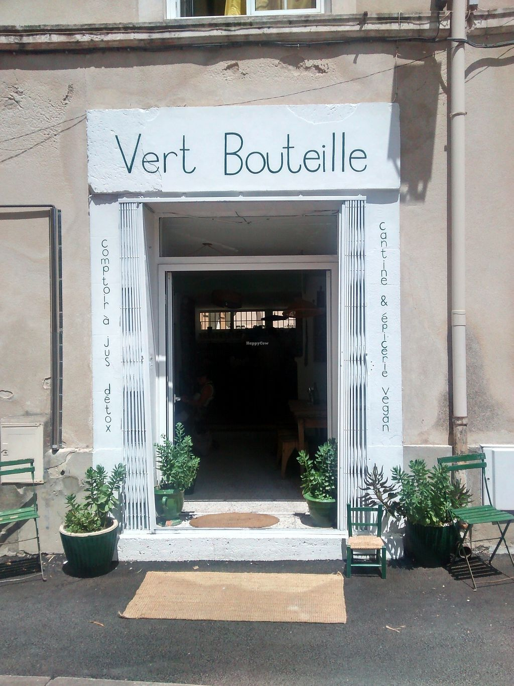"Photo of Vert Bouteille  by <a href=""/members/profile/JS123"">JS123</a> <br/>Vert Bouteille, L'Isle sur la Sorgue <br/> July 8, 2017  - <a href='/contact/abuse/image/95465/277812'>Report</a>"