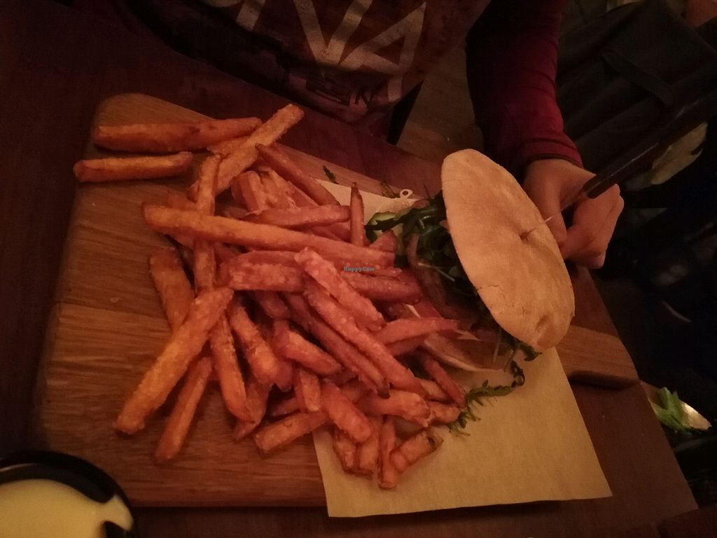 """Photo of Cafe Del Sol  by <a href=""""/members/profile/Mallorcatalks"""">Mallorcatalks</a> <br/>Falafel Burger mit Süsskartoffelpommes <br/> January 26, 2018  - <a href='/contact/abuse/image/95641/351187'>Report</a>"""