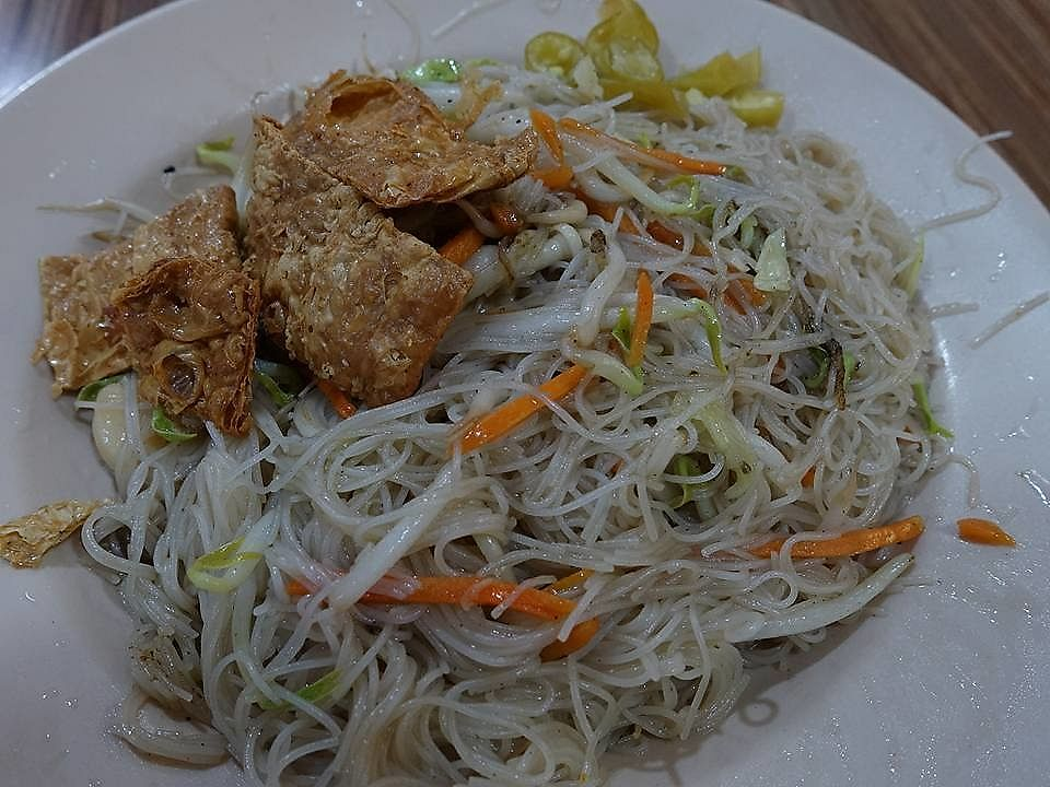 """Photo of Long Hua Vegetarian Delight  by <a href=""""/members/profile/JimmySeah"""">JimmySeah</a> <br/>Fried Bee Hoon  <br/> July 9, 2017  - <a href='/contact/abuse/image/95682/278063'>Report</a>"""