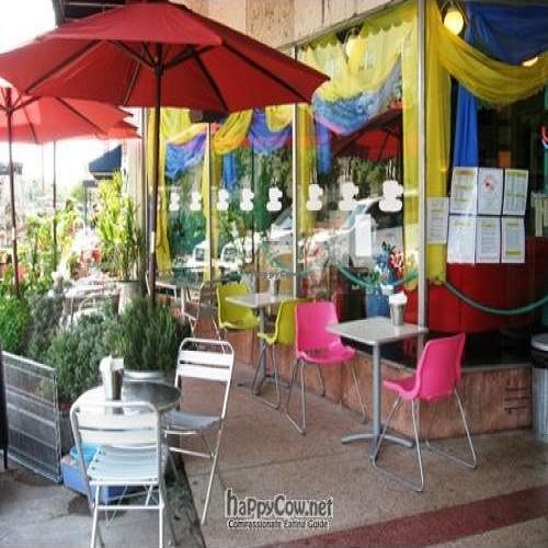 Photo of CLOSED: Crickets Creamery and Caffe  by Hazel-rah <br/>Cricket's Patio <br/> June 29, 2009  - <a href='/contact/abuse/image/9592/2162'>Report</a>