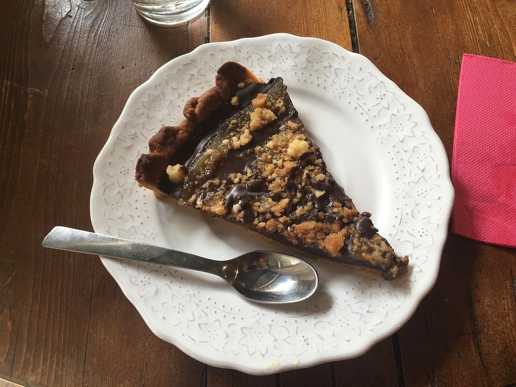 "Photo of CLOSED: La Tomate Ebouriffee  by <a href=""/members/profile/Imixle"">Imixle</a> <br/>Vegan Pear and chocolate tarte  <br/> August 29, 2017  - <a href='/contact/abuse/image/96211/298514'>Report</a>"