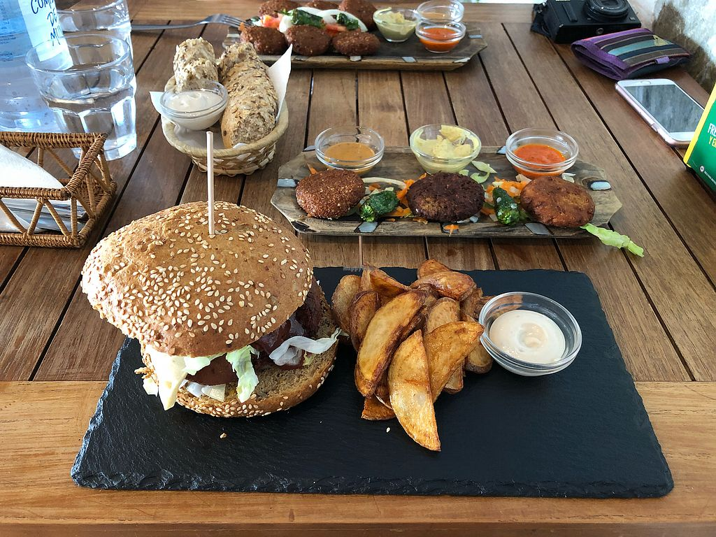 """Photo of El Sibarita  by <a href=""""/members/profile/MartinWataHickey"""">MartinWataHickey</a> <br/>vegan burger and quinoa escalopines <br/> March 7, 2018  - <a href='/contact/abuse/image/96236/367811'>Report</a>"""
