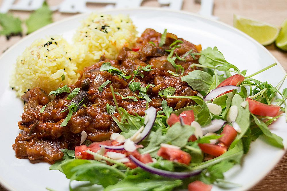 """Photo of Na Widelcu  by <a href=""""/members/profile/rafathk"""">rafathk</a> <br/>vegan vegetable sauce with rice <br/> August 1, 2017  - <a href='/contact/abuse/image/96281/287466'>Report</a>"""