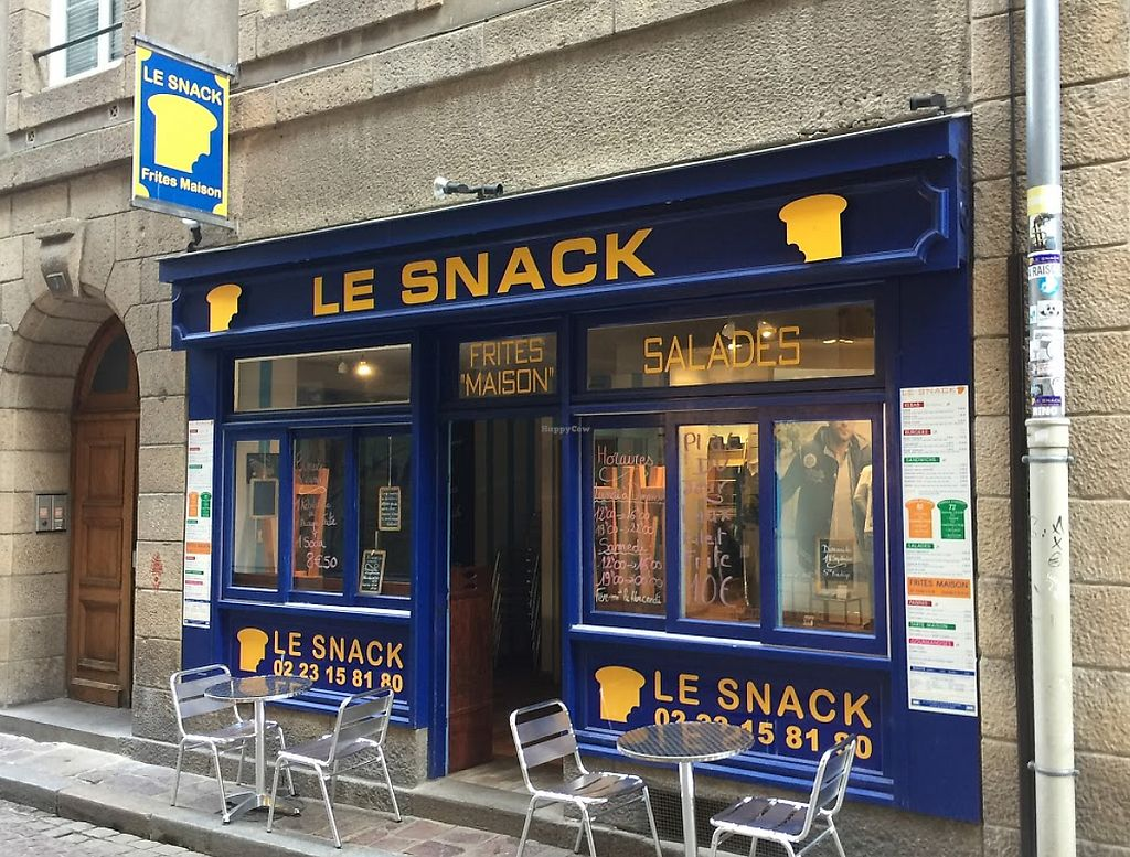 """Photo of Le Snack  by <a href=""""/members/profile/community5"""">community5</a> <br/>Le Snack <br/> July 18, 2017  - <a href='/contact/abuse/image/96307/281861'>Report</a>"""