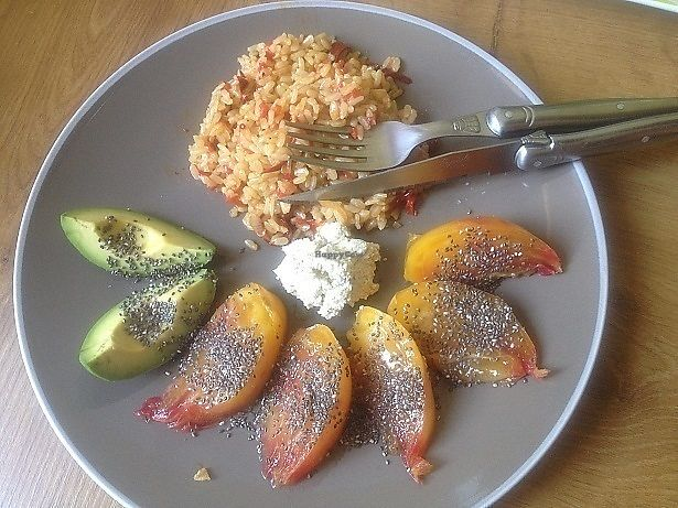"""Photo of Vegan Grill  by <a href=""""/members/profile/JohnnySensible"""">JohnnySensible</a> <br/>Riz poivrons/piments/épices avec avocats et tomates assaisonnées à l'huile de coco, citron et graines de chia, fromage frais de soja à l'ail/poivre et huile d'olive.   Rice peppers / chiilis / spices with avocados and tomatoes seasoned with coconut oil, lemon and chia seeds, fresh soy cheese with garlic / pepper and olive oil.  <br/> July 17, 2017  - <a href='/contact/abuse/image/96443/281291'>Report</a>"""