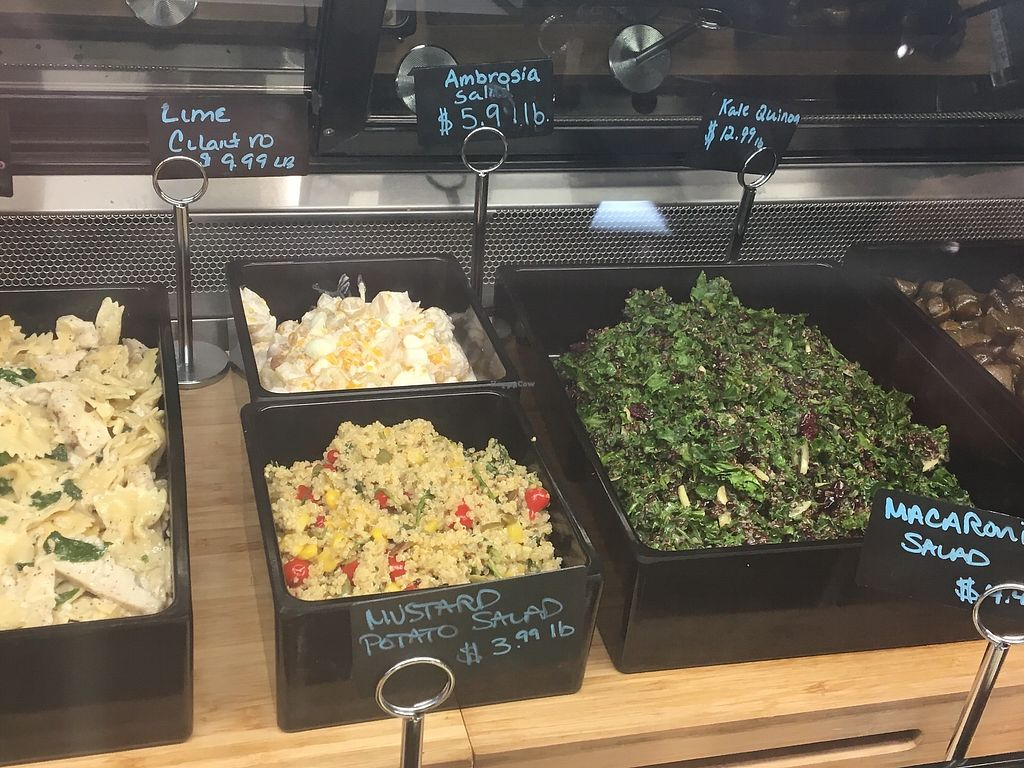"Photo of 4th Street Bistro  by <a href=""/members/profile/aportlandvegan"">aportlandvegan</a> <br/>Some vegan salad options <br/> July 17, 2017  - <a href='/contact/abuse/image/96497/281585'>Report</a>"