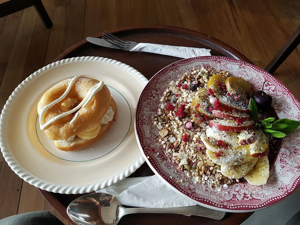 "Photo of Portershed  by <a href=""/members/profile/GabrielEng"">GabrielEng</a> <br/>Acai bowl and lemon custard donut <br/> November 22, 2017  - <a href='/contact/abuse/image/96516/328048'>Report</a>"