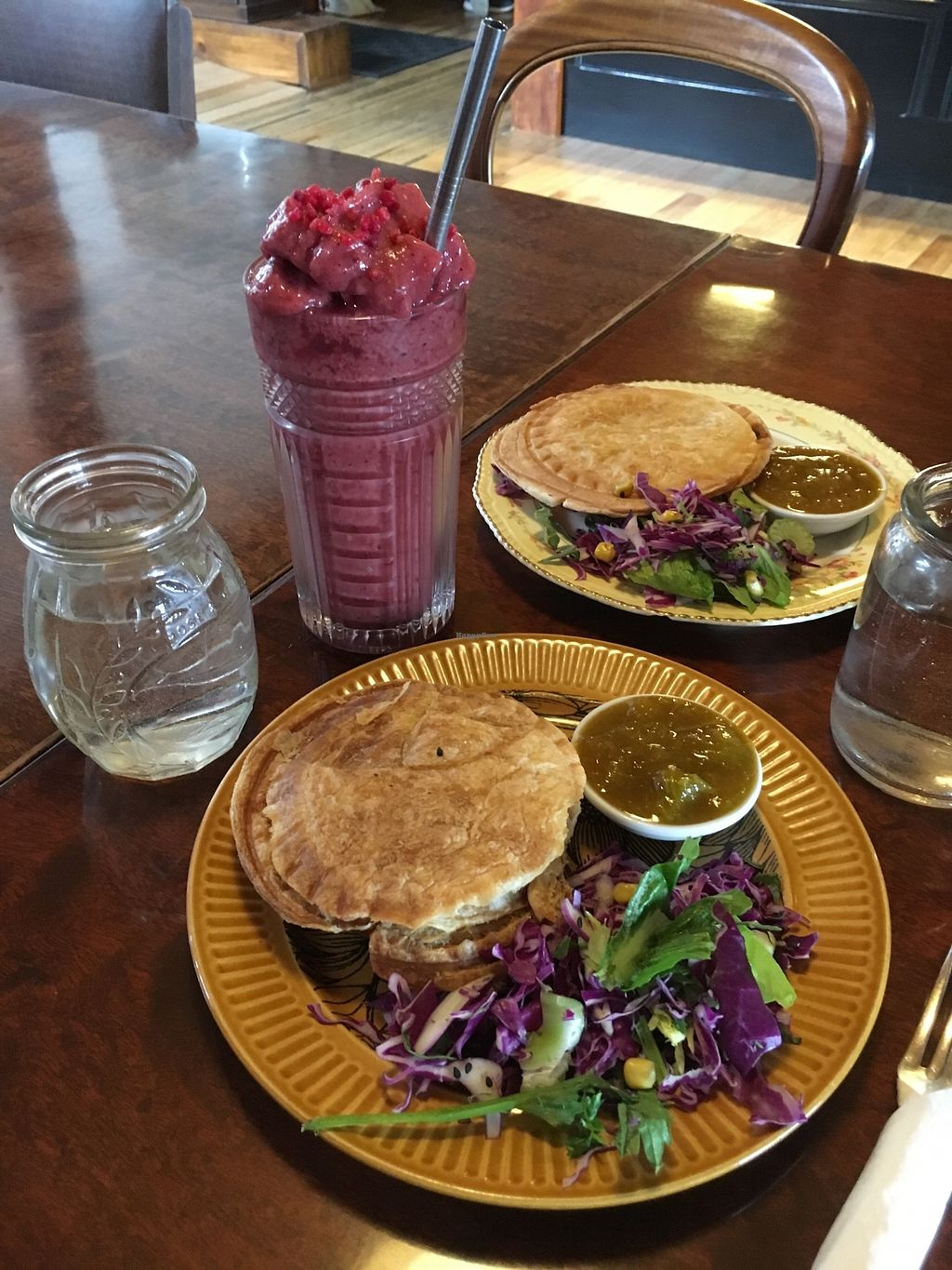"Photo of Portershed  by <a href=""/members/profile/sousuneautrelentille"">sousuneautrelentille</a> <br/>Pies with salad and chutney. Oh, and a smoothie! <br/> March 7, 2018  - <a href='/contact/abuse/image/96516/367631'>Report</a>"