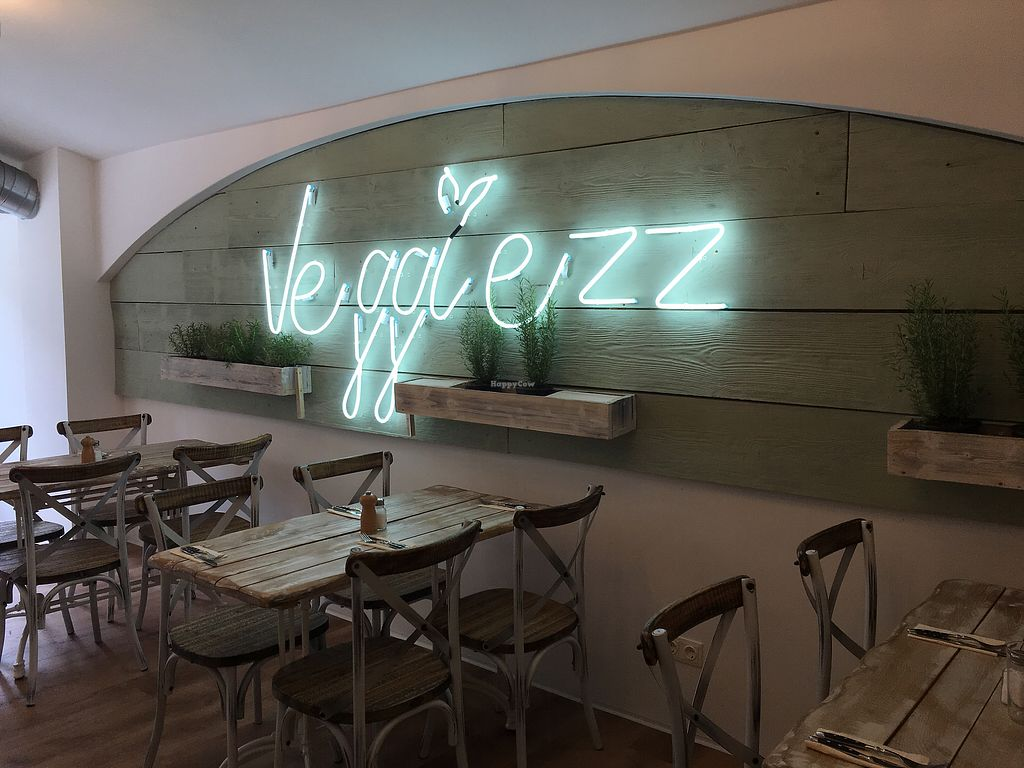 """Photo of Veggiezz - Opernring  by <a href=""""/members/profile/LilyHarper"""">LilyHarper</a> <br/>Upstairs seating <br/> September 7, 2017  - <a href='/contact/abuse/image/96634/301795'>Report</a>"""