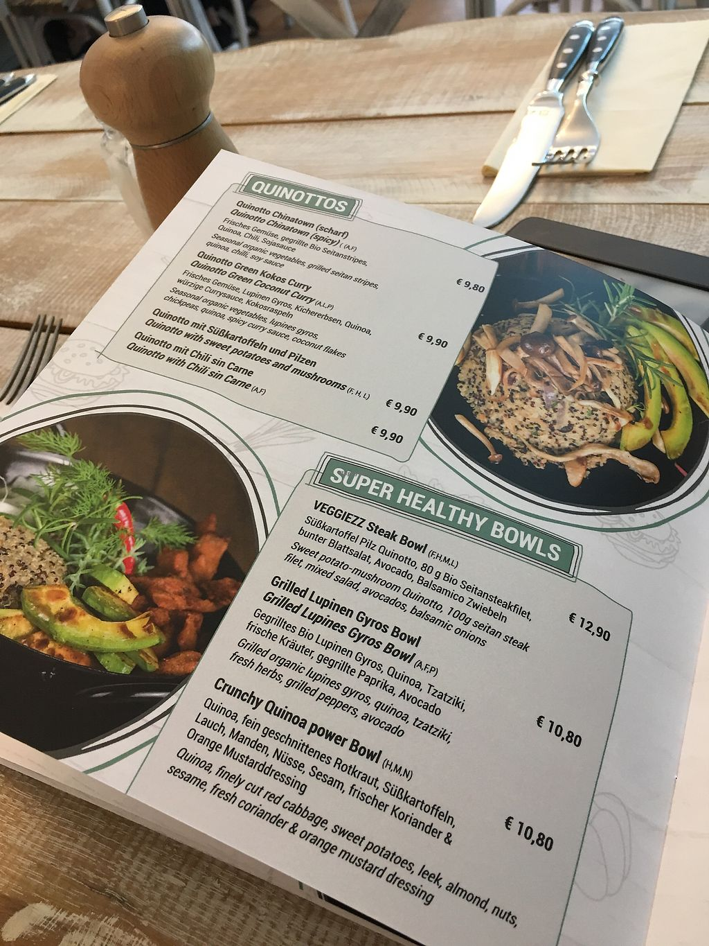 """Photo of Veggiezz - Opernring  by <a href=""""/members/profile/LilyHarper"""">LilyHarper</a> <br/>One page of the menu - one of the best vegan menus I've ever seen <br/> September 7, 2017  - <a href='/contact/abuse/image/96634/301796'>Report</a>"""