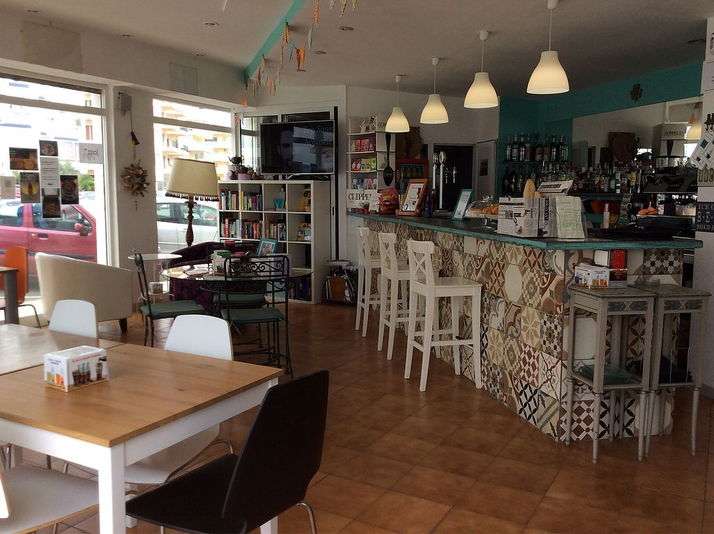 """Photo of Cafe Diem  by <a href=""""/members/profile/peterm2"""">peterm2</a> <br/>Bar area  <br/> September 7, 2017  - <a href='/contact/abuse/image/96717/301729'>Report</a>"""