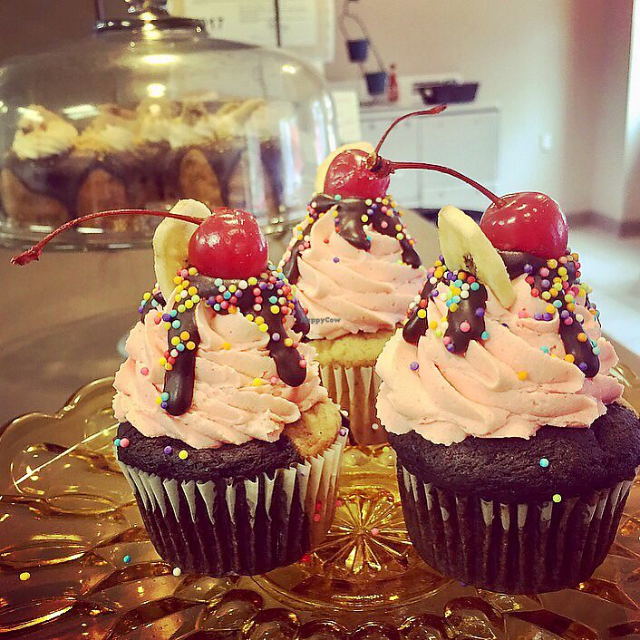 "Photo of Lelulo's  by <a href=""/members/profile/happycowgirl"">happycowgirl</a> <br/>banana split cupcakes (vegan) <br/> July 27, 2017  - <a href='/contact/abuse/image/96777/285653'>Report</a>"