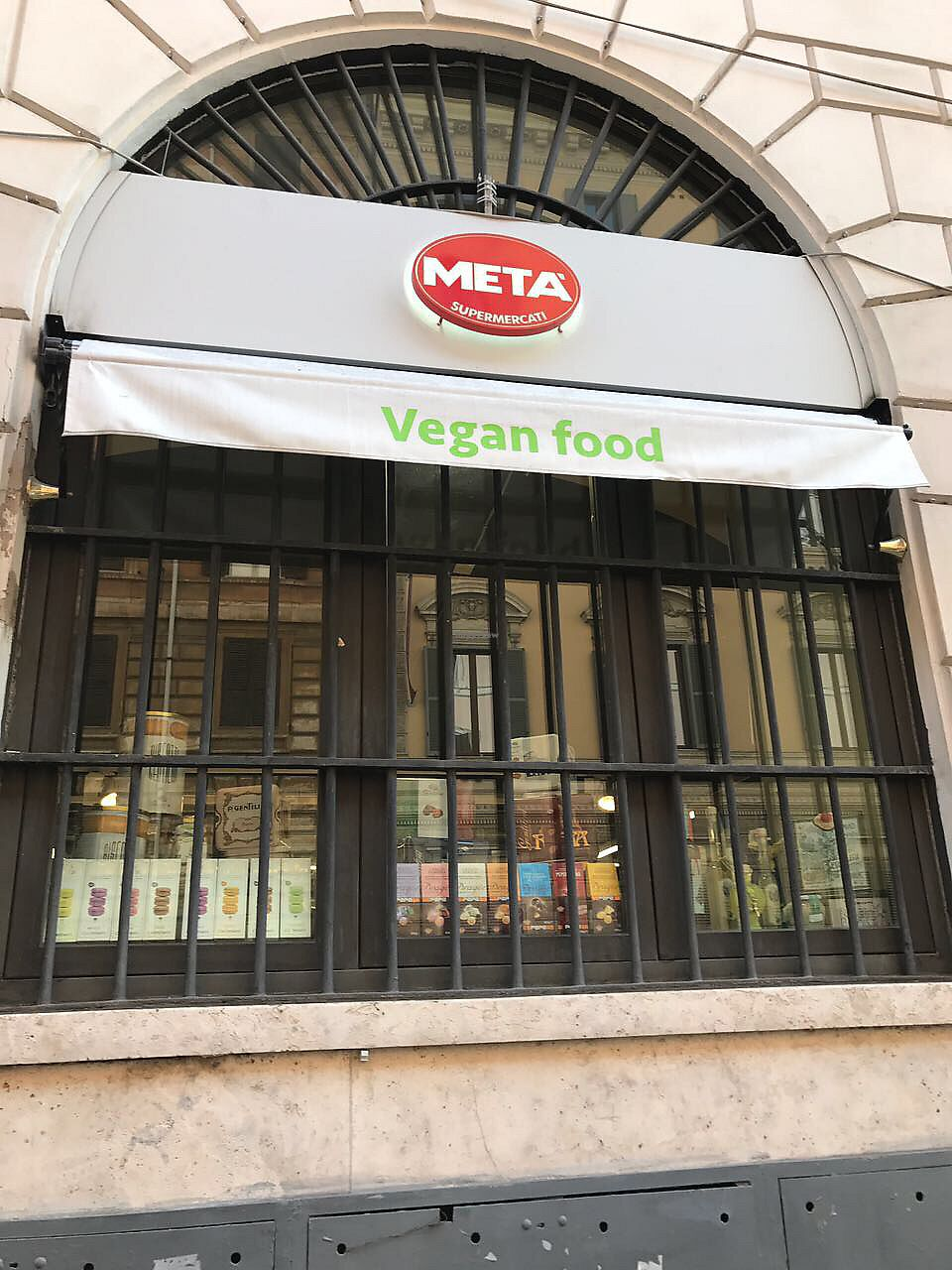"""Photo of Meta Supermercato  by <a href=""""/members/profile/PepaKovacs"""">PepaKovacs</a> <br/>One of the windows of the Store <br/> August 18, 2017  - <a href='/contact/abuse/image/97022/294021'>Report</a>"""