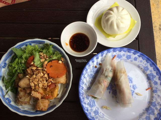 "Photo of CLOSED: Nhat Da  by <a href=""/members/profile/Theres_a_backpacker"">Theres_a_backpacker</a> <br/>dumpling, spring rolls , rice noodles  <br/> October 19, 2016  - <a href='/contact/abuse/image/9703/182916'>Report</a>"