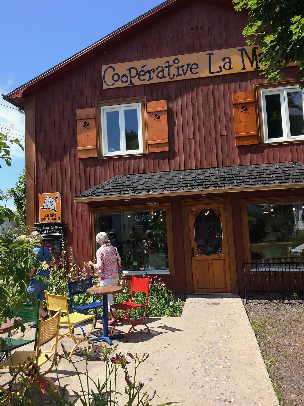 """Photo of Cooperative La Mauve  by <a href=""""/members/profile/tatiasha"""">tatiasha</a> <br/>A beautiful local coop that offers fresh organic produce, a variety of frozen goods, organic beer etc. A mix of vegan and non-vegan items.  <br/> August 5, 2017  - <a href='/contact/abuse/image/97222/289230'>Report</a>"""
