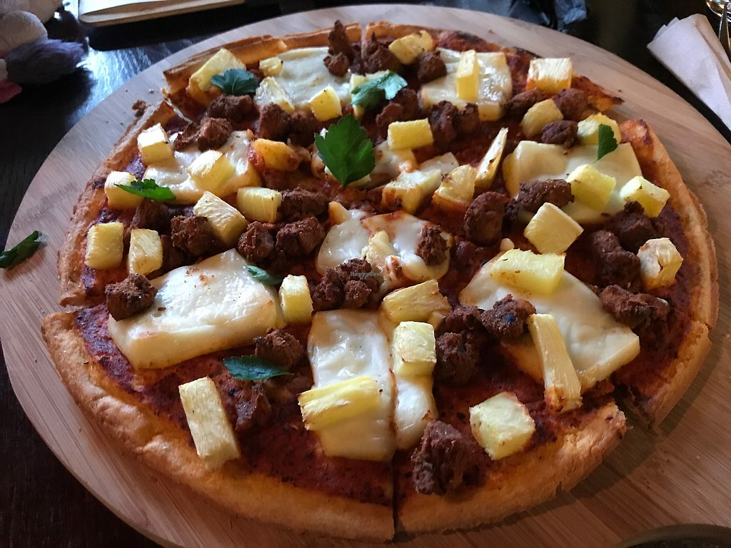 "Photo of Drakes Pub  by <a href=""/members/profile/candii_h"">candii_h</a> <br/>Pawaiian pizza (their take on a Hawaiian!) <br/> January 28, 2018  - <a href='/contact/abuse/image/97228/352029'>Report</a>"