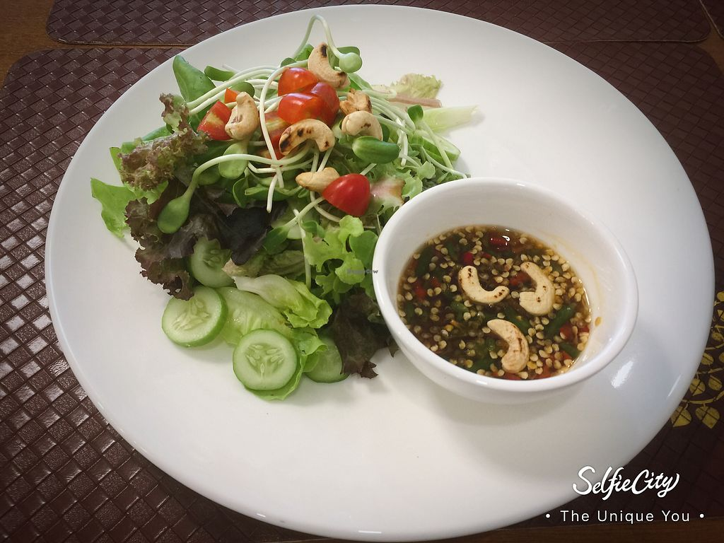 """Photo of Palatable Vedge  by <a href=""""/members/profile/%E0%B8%9E%E0%B8%B2%E0%B8%A3%E0%B8%B2%E0%B9%80%E0%B8%97%E0%B9%80%E0%B8%9A%E0%B8%B4%E0%B8%A5%E0%B9%80%E0%B8%A7%E0%B8%88"""">พาราเทเบิลเวจ</a> <br/>ยำผักออแกนิค <br/> October 2, 2017  - <a href='/contact/abuse/image/97338/311005'>Report</a>"""