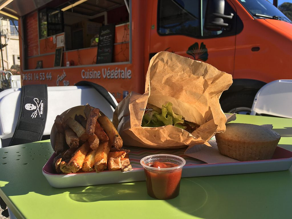 """Photo of Just Vegan - Food Truck  by <a href=""""/members/profile/montrealsix"""">montrealsix</a> <br/>Burger, french fries, lemon cake <br/> December 29, 2017  - <a href='/contact/abuse/image/97588/340639'>Report</a>"""
