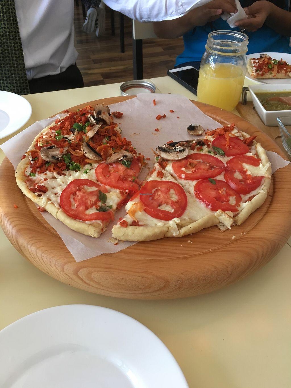 "Photo of Patio Champinon  by <a href=""/members/profile/Valesita333"">Valesita333</a> <br/>Pizza margarita  <br/> August 1, 2017  - <a href='/contact/abuse/image/97611/287643'>Report</a>"