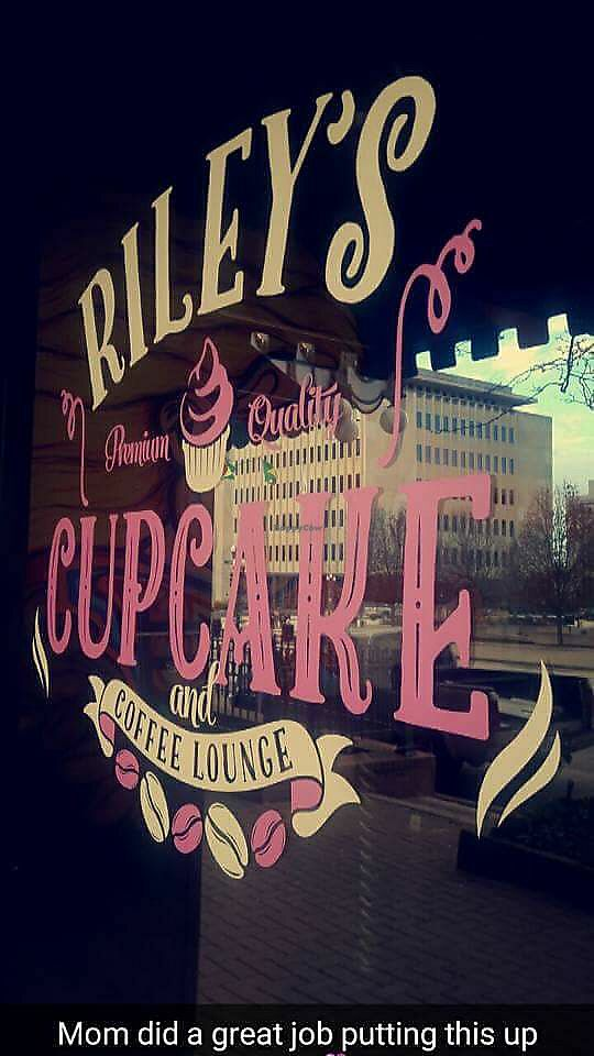 "Photo of Riley's Cupcake and Coffee Lounge  by <a href=""/members/profile/AnnFromIllinois"">AnnFromIllinois</a> <br/>storefront <br/> August 2, 2017  - <a href='/contact/abuse/image/97631/287942'>Report</a>"