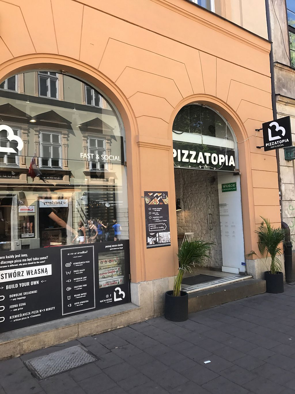 """Photo of Pizzatopia  by <a href=""""/members/profile/AgnesSelnes"""">AgnesSelnes</a> <br/>View of restaurant <br/> May 13, 2018  - <a href='/contact/abuse/image/97708/399139'>Report</a>"""