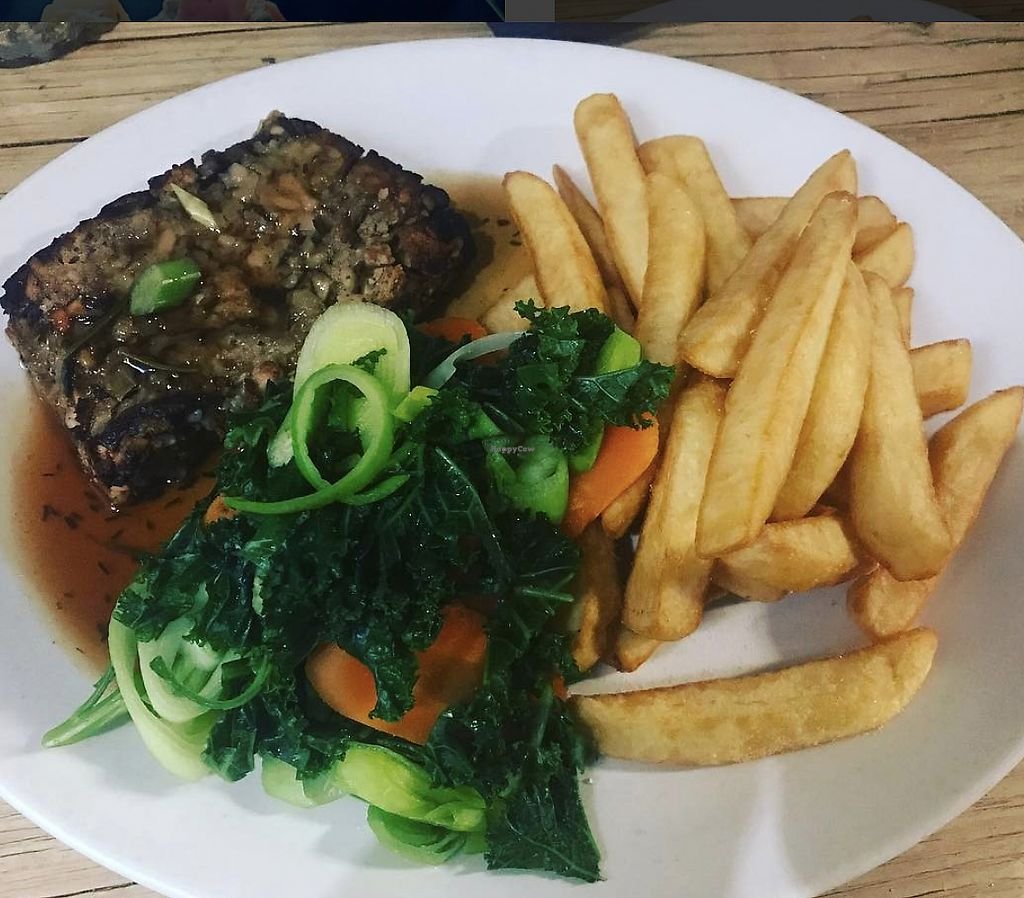 """Photo of The Queens Head  by <a href=""""/members/profile/TheAccessibleVegan"""">TheAccessibleVegan</a> <br/>Nut roast dinner <br/> August 8, 2017  - <a href='/contact/abuse/image/97793/290529'>Report</a>"""