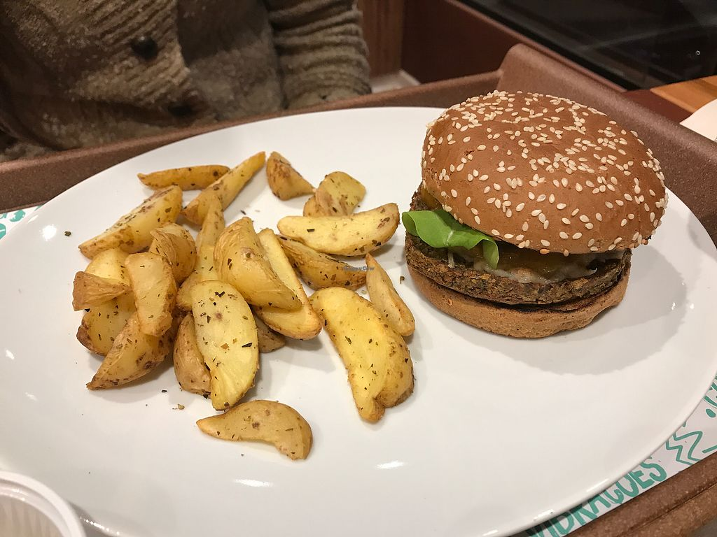 "Photo of Hareburger  by <a href=""/members/profile/Paolla"">Paolla</a> <br/>Vegan burger and rustic fries <br/> September 9, 2017  - <a href='/contact/abuse/image/97984/302655'>Report</a>"