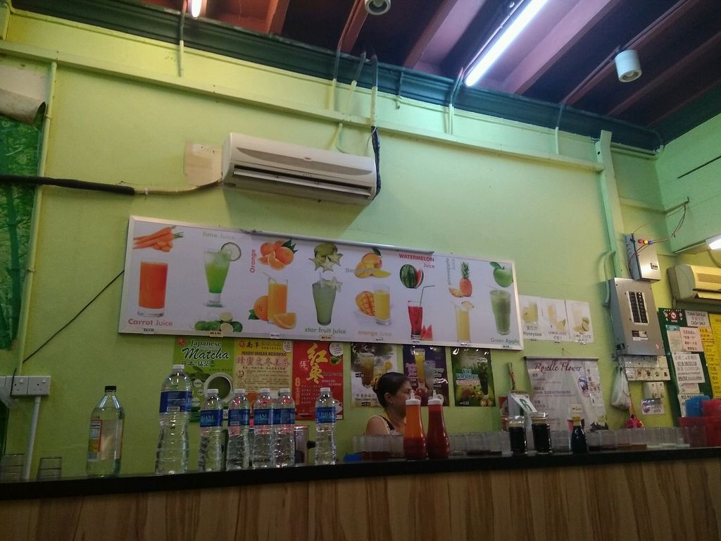 """Photo of Evergreen Vegetarian House  by <a href=""""/members/profile/Tongmei%E9%BB%83%E5%86%AC%E6%A2%85"""">Tongmei黃冬梅</a> <br/>juice bar <br/> February 9, 2018  - <a href='/contact/abuse/image/9810/356600'>Report</a>"""
