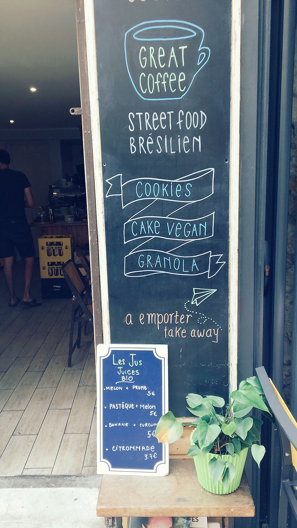 "Photo of Brasilia Boite a Cafe  by <a href=""/members/profile/Meadhbh91"">Meadhbh91</a> <br/>The front of the cafe  <br/> August 11, 2017  - <a href='/contact/abuse/image/98296/291534'>Report</a>"