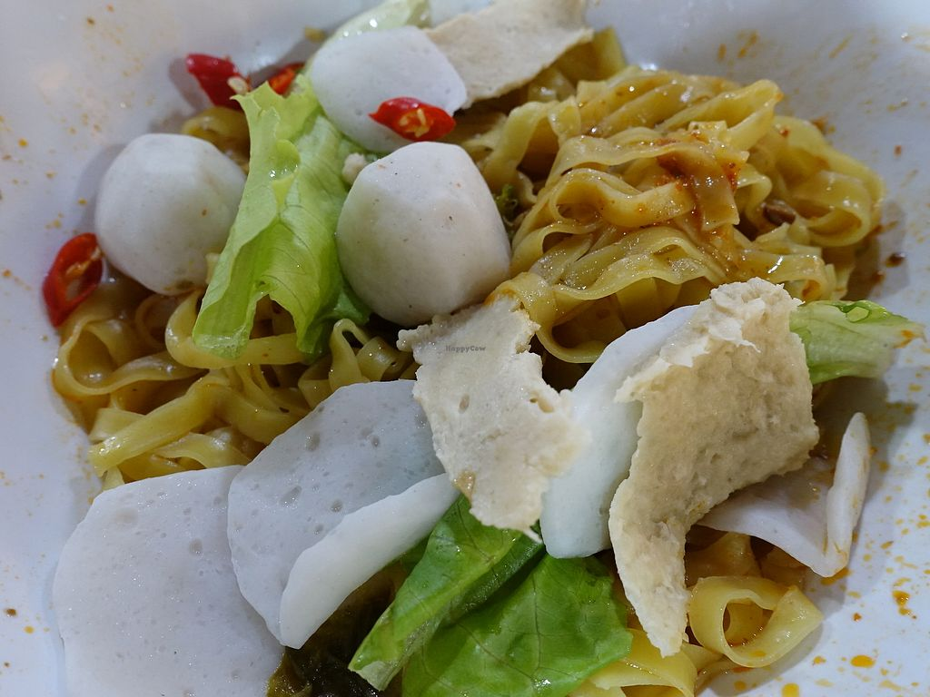 """Photo of CLOSED: Vegan Paradise - Foodloft  by <a href=""""/members/profile/JimmySeah"""">JimmySeah</a> <br/>Mee Poj with mock fishball, fish cake and pork.  <br/> August 13, 2017  - <a href='/contact/abuse/image/98494/292182'>Report</a>"""