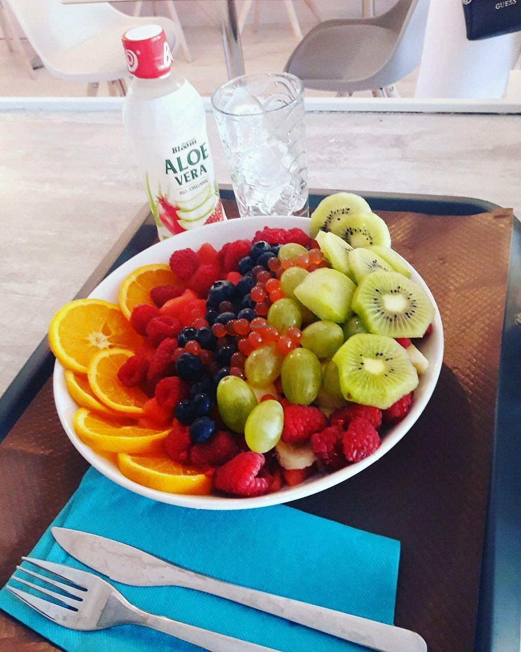 """Photo of Mareja Restaurant sur Mesure  by <a href=""""/members/profile/Mareja"""">Mareja</a> <br/>vous composer vos même votre salade de fruits avec des fruits frais du jour  <br/> August 28, 2017  - <a href='/contact/abuse/image/98549/298443'>Report</a>"""