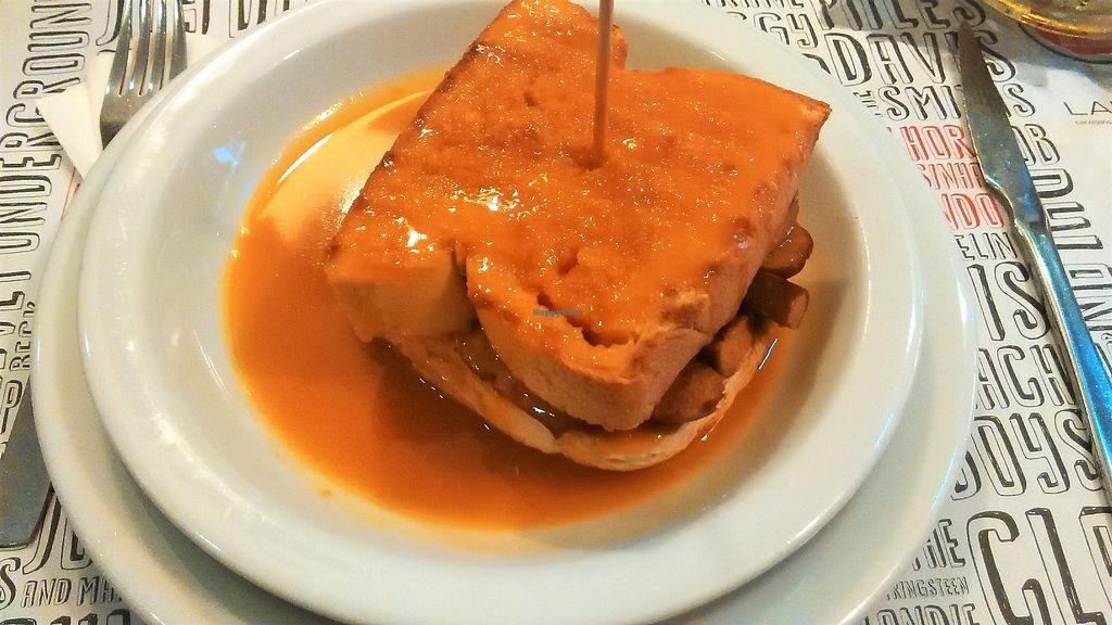 """Photo of Lado B Cafe - Rua de Passos Manuel  by <a href=""""/members/profile/Anticopy"""">Anticopy</a> <br/>Vegan francesinha (without cheese) (from 2015) <br/> September 19, 2017  - <a href='/contact/abuse/image/98640/306094'>Report</a>"""
