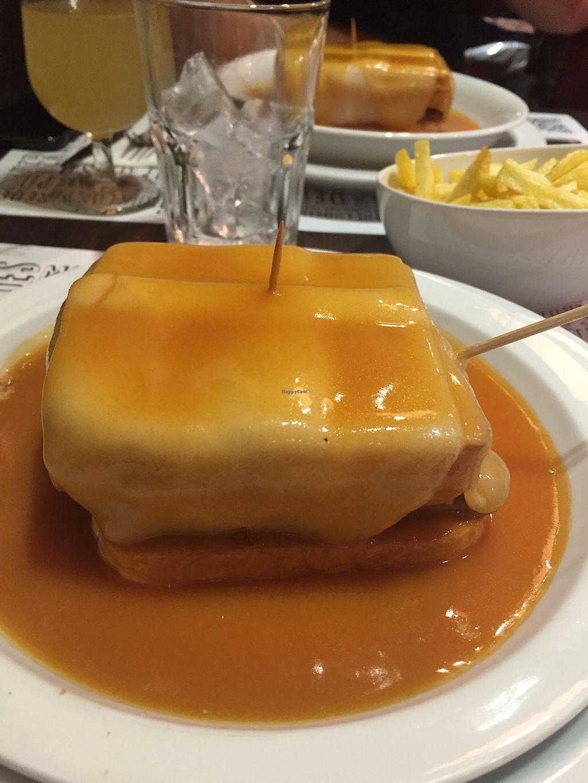 "Photo of Lado B Cafe - Rua de Passos Manuel  by <a href=""/members/profile/lmd06"">lmd06</a> <br/>Francesinha <br/> September 29, 2017  - <a href='/contact/abuse/image/98640/309665'>Report</a>"