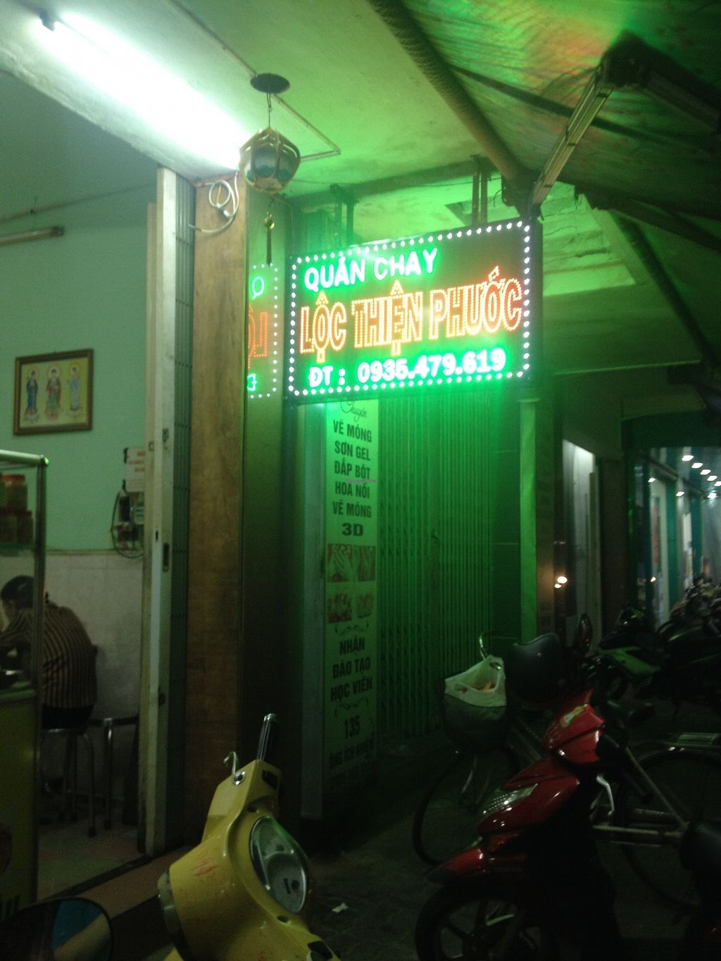 """Photo of Loc Thien Phuoc  by <a href=""""/members/profile/gamedev"""">gamedev</a> <br/>Front of restaurant <br/> August 21, 2017  - <a href='/contact/abuse/image/98671/295134'>Report</a>"""
