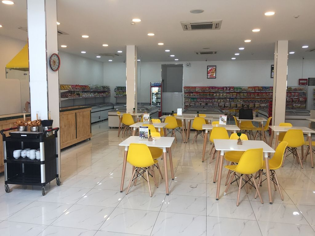 """Photo of Healthy Farm - Hoc Mon District  by <a href=""""/members/profile/MRJayNguyen"""">MRJayNguyen</a> <br/>Inside view of restaurant <br/> August 22, 2017  - <a href='/contact/abuse/image/98784/295459'>Report</a>"""