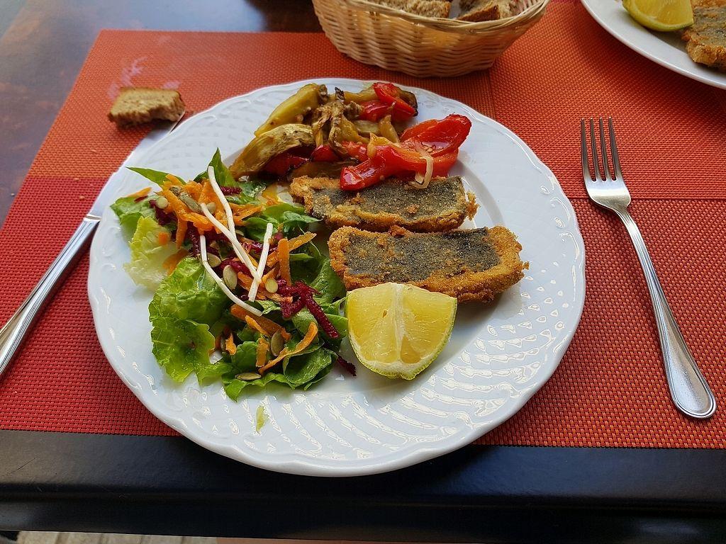 "Photo of El Tesoro del Puchero  by <a href=""/members/profile/Carmela79"">Carmela79</a> <br/>""merluza"" vegan con escalibada de verduras <br/> January 2, 2018  - <a href='/contact/abuse/image/98795/342161'>Report</a>"