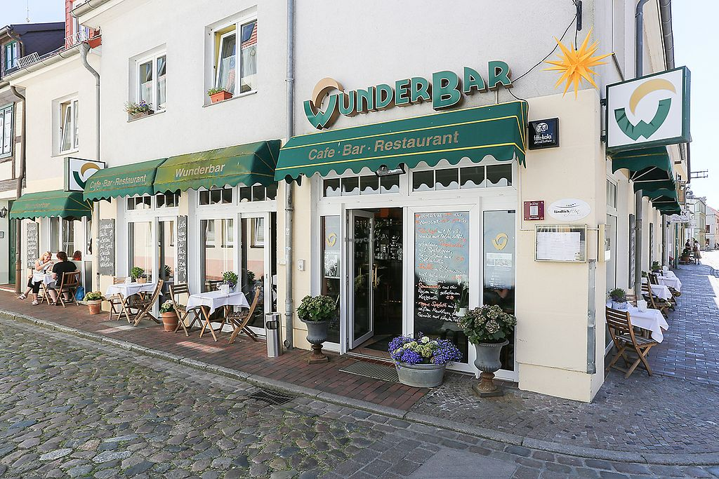 """Photo of WunderBar  by <a href=""""/members/profile/hhvegan"""">hhvegan</a> <br/>Main entrance and outdoor seating <br/> August 22, 2017  - <a href='/contact/abuse/image/98847/295429'>Report</a>"""