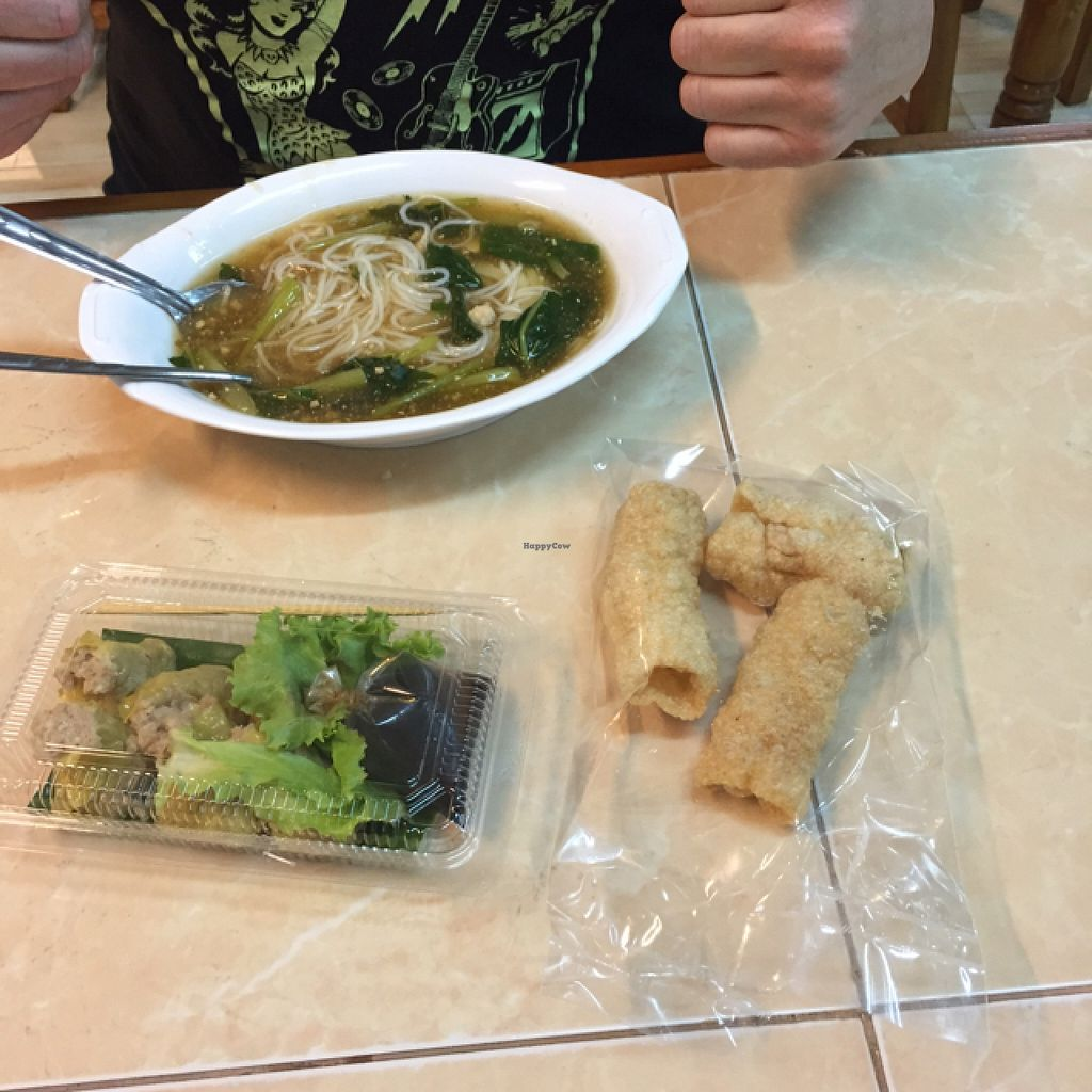"""Photo of Che Cheng  by <a href=""""/members/profile/GoVeggo"""">GoVeggo</a> <br/>Won Ton and Mock Pork Crackle <br/> September 12, 2015  - <a href='/contact/abuse/image/9887/117401'>Report</a>"""
