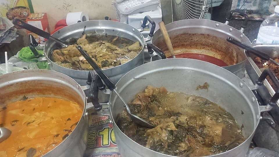 "Photo of Warorot Market Food Stall  by <a href=""/members/profile/Peiyan"">Peiyan</a> <br/>Pots of curries and stews <br/> August 19, 2017  - <a href='/contact/abuse/image/98921/294158'>Report</a>"