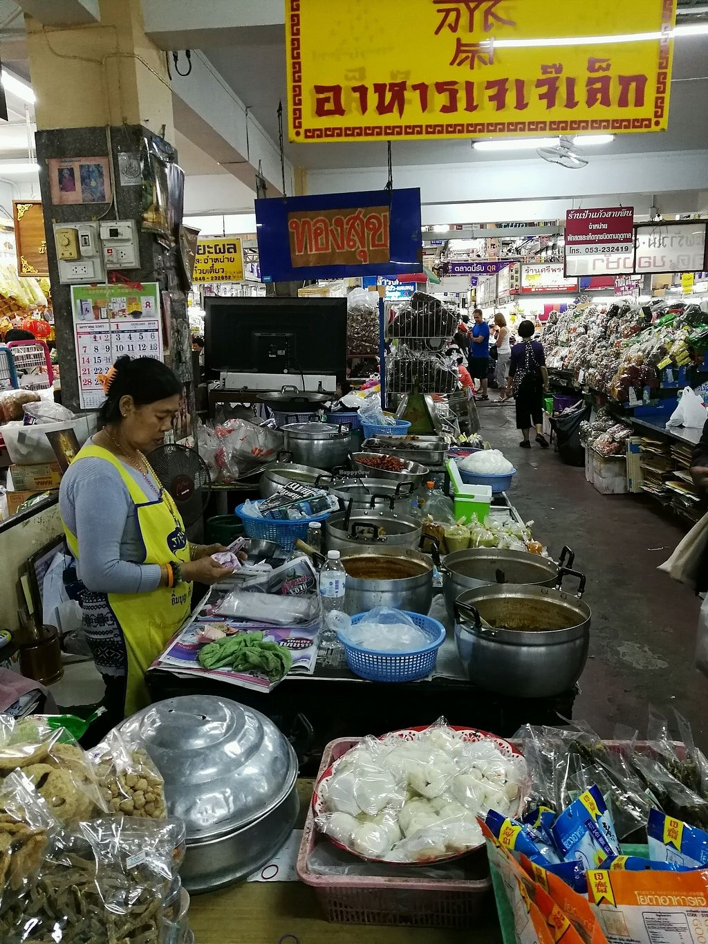 "Photo of Warorot Market Food Stall  by <a href=""/members/profile/RawChefYin"">RawChefYin</a> <br/>Best way to look for the stall is this yellow and red sign <br/> January 26, 2018  - <a href='/contact/abuse/image/98921/350992'>Report</a>"