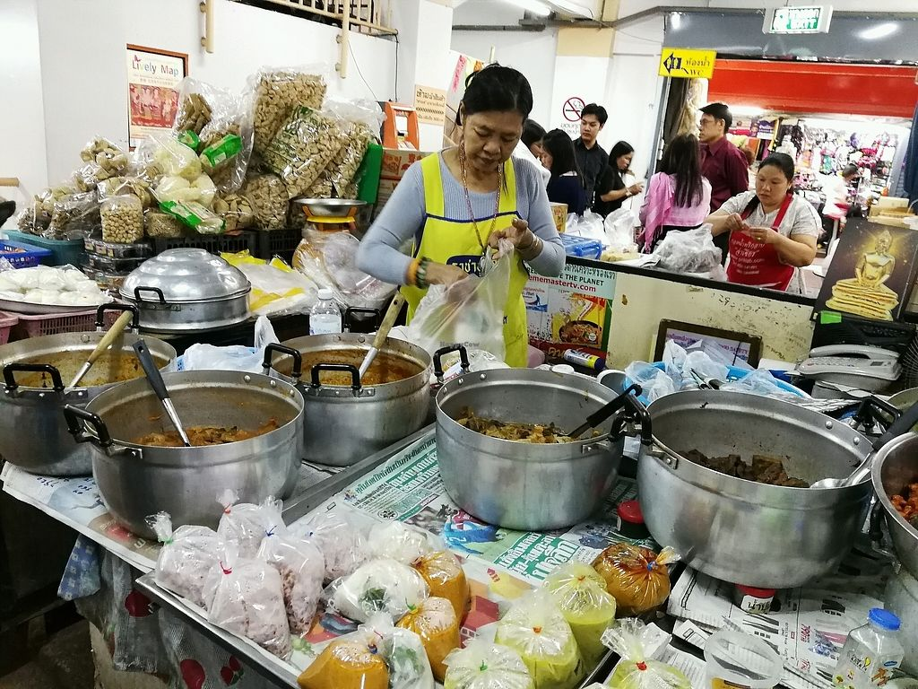 "Photo of Warorot Market Food Stall  by <a href=""/members/profile/RawChefYin"">RawChefYin</a> <br/>there are pre-packed food for take away  <br/> January 26, 2018  - <a href='/contact/abuse/image/98921/350993'>Report</a>"