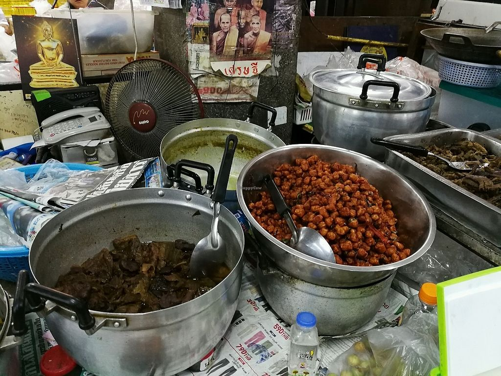 "Photo of Warorot Market Food Stall  by <a href=""/members/profile/RawChefYin"">RawChefYin</a> <br/>I wasn't sure what these were and she couldn't speak English <br/> January 26, 2018  - <a href='/contact/abuse/image/98921/350996'>Report</a>"