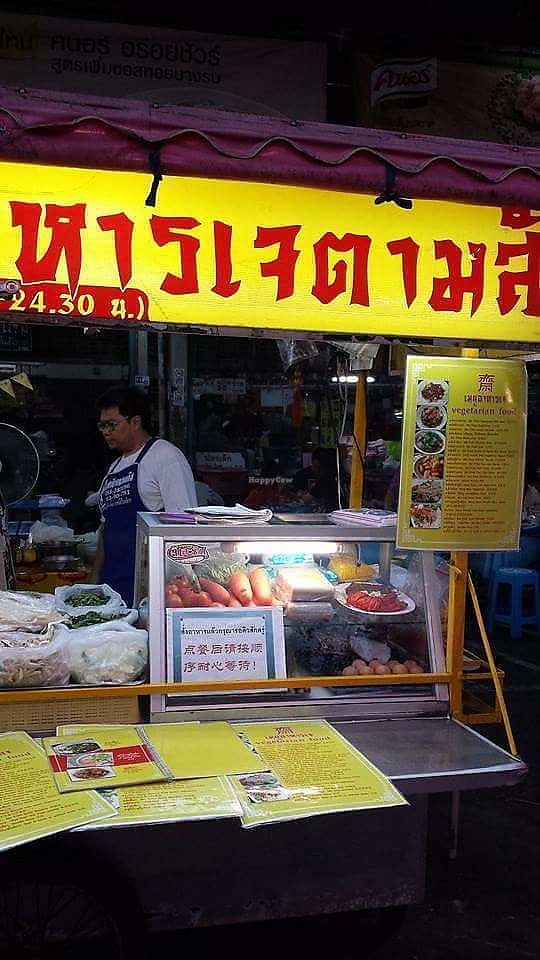 """Photo of Saturday Market Food Stall  by <a href=""""/members/profile/Peiyan"""">Peiyan</a> <br/>The stall - notice this is NOT a food cart and is within a hawker centre and thus different from the Saturday Night Market vegan street stall already posted in Happycow <br/> August 19, 2017  - <a href='/contact/abuse/image/98923/294138'>Report</a>"""