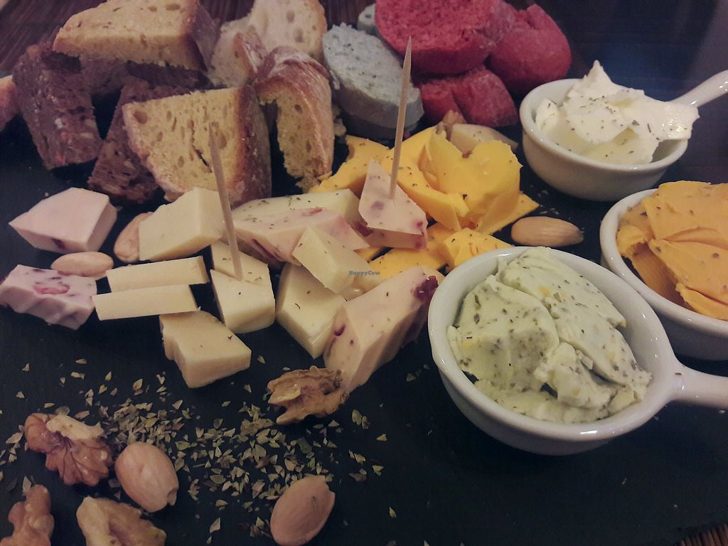 "Photo of Raizes  by <a href=""/members/profile/nyuhuhuu"">nyuhuhuu</a> <br/>Vegan cheese plate <br/> December 20, 2017  - <a href='/contact/abuse/image/99029/337495'>Report</a>"