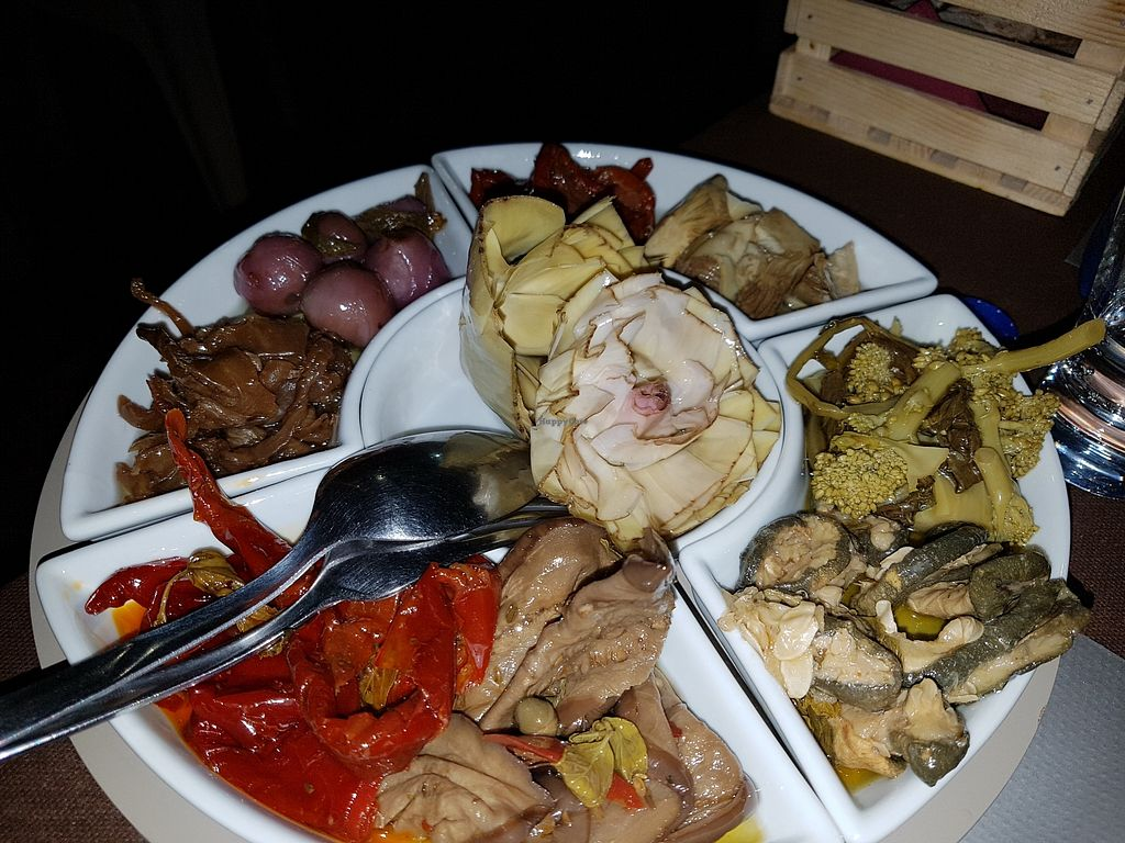 """Photo of Pizzeria Mauro  by <a href=""""/members/profile/Rosa%20veg"""">Rosa veg</a> <br/>The appetizers plate <br/> August 21, 2017  - <a href='/contact/abuse/image/99210/295321'>Report</a>"""