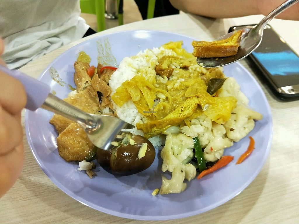 """Photo of Ji Ling Vegetarian   by <a href=""""/members/profile/%E8%AE%B8%E6%99%BA%E5%BC%BA"""">许智强</a> <br/>素菜饭。 <br/> December 6, 2017  - <a href='/contact/abuse/image/99475/332840'>Report</a>"""