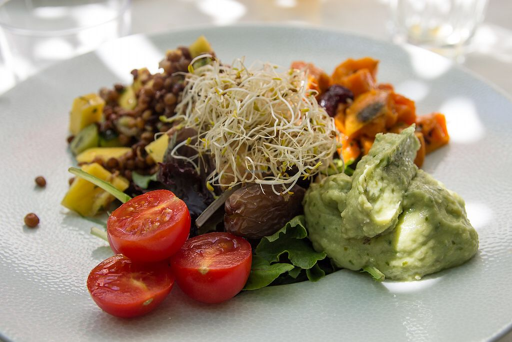 """Photo of La Mar de Vins  by <a href=""""/members/profile/SVEggieSI"""">SVEggieSI</a> <br/>Mexican bowl with lentils and mango salad with guacamole <br/> September 13, 2017  - <a href='/contact/abuse/image/99502/303990'>Report</a>"""