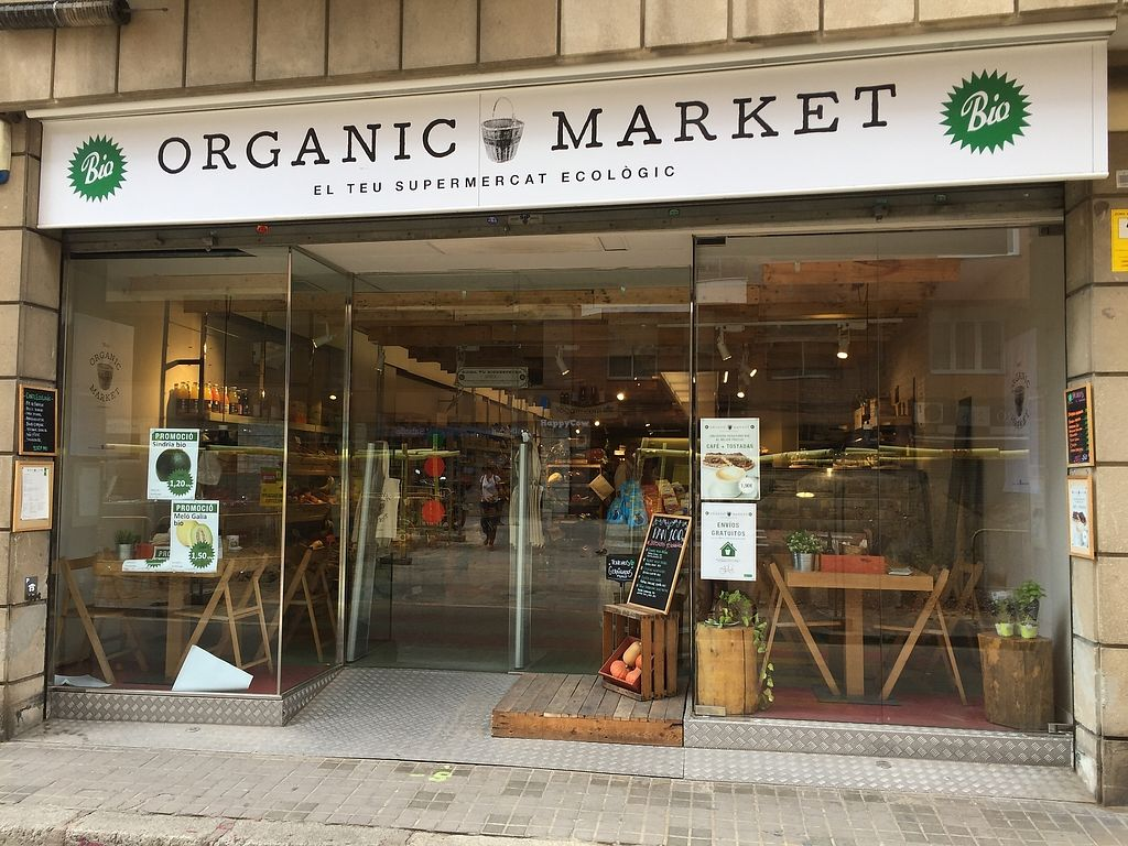 """Photo of Organic Market  by <a href=""""/members/profile/pepeiglesias"""">pepeiglesias</a> <br/>Organic market outside <br/> August 25, 2017  - <a href='/contact/abuse/image/99520/296965'>Report</a>"""