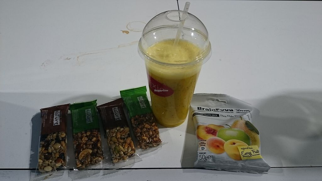 "Photo of Helixir - Airport  by <a href=""/members/profile/chb-pbfp"">chb-pbfp</a> <br/>Smoothie and bars <br/> August 25, 2017  - <a href='/contact/abuse/image/99570/297121'>Report</a>"