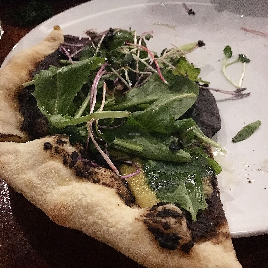 "Photo of Die Pie  by <a href=""/members/profile/MarianaJE"">MarianaJE</a> <br/>Black garlic and mushroom pizza  ⭐️ ⭐️ ⭐️ ⭐️ ⭐️ <br/> January 13, 2018  - <a href='/contact/abuse/image/99651/346021'>Report</a>"